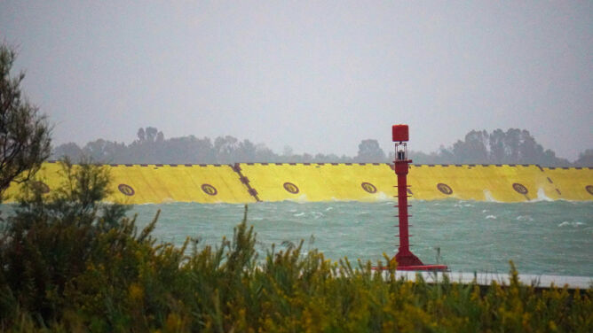 Podniesiono zapory, które ochronią Wenecję przed wysoką wodą