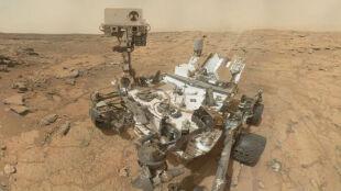 Curiosity znów pstryknął sobie zdjęcie. Z Marsem w tle