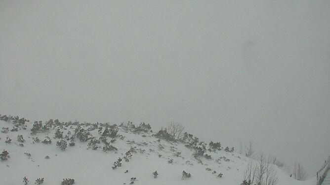 """Lawinowa """"trójka"""" w Tatrach. Miejscami w dobę spadło pół metra śniegu"""
